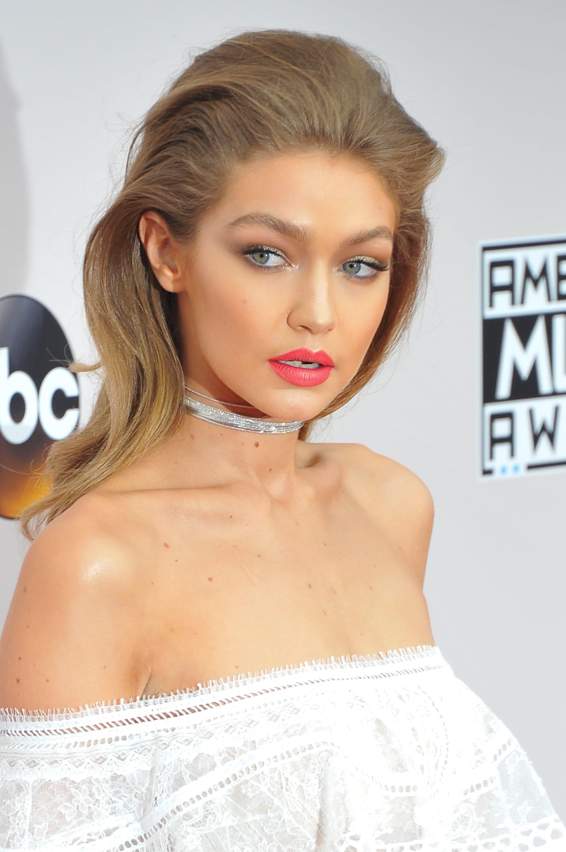 American Music Awards : All Things Hair - IMAGE - Gigi Hadid's bouffant, vintage-inspired 'do at American Music Awards 2016