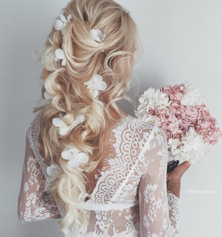20 Double Tap Worthy Curly Wedding Hair Looks To Copy Now
