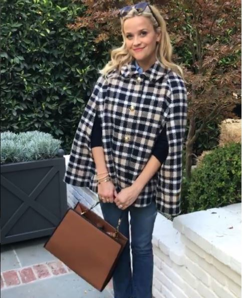 resse witherspoon blonde hair with loose curls thanksgiving 2017