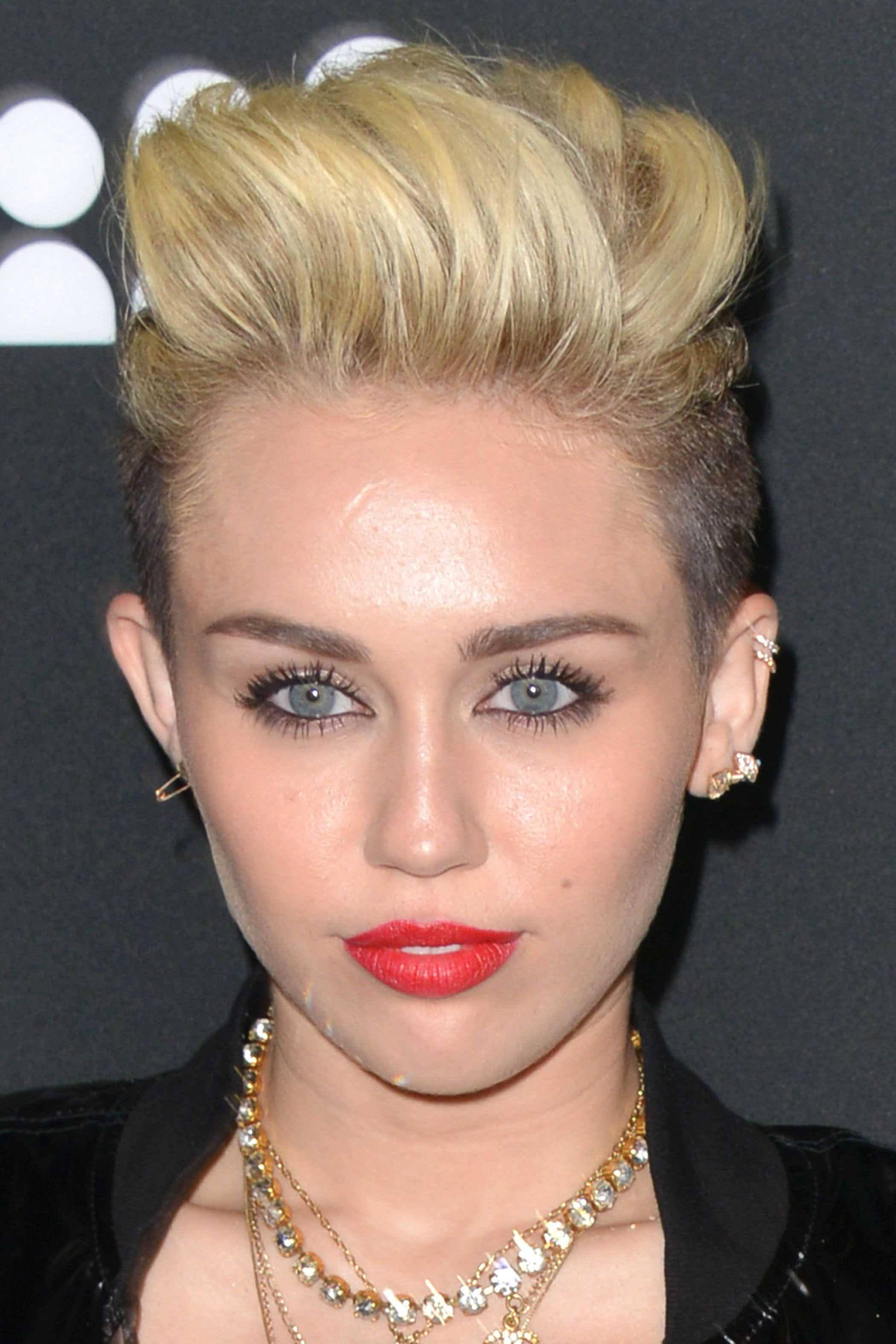 7 Women who are rocking short blonde hair