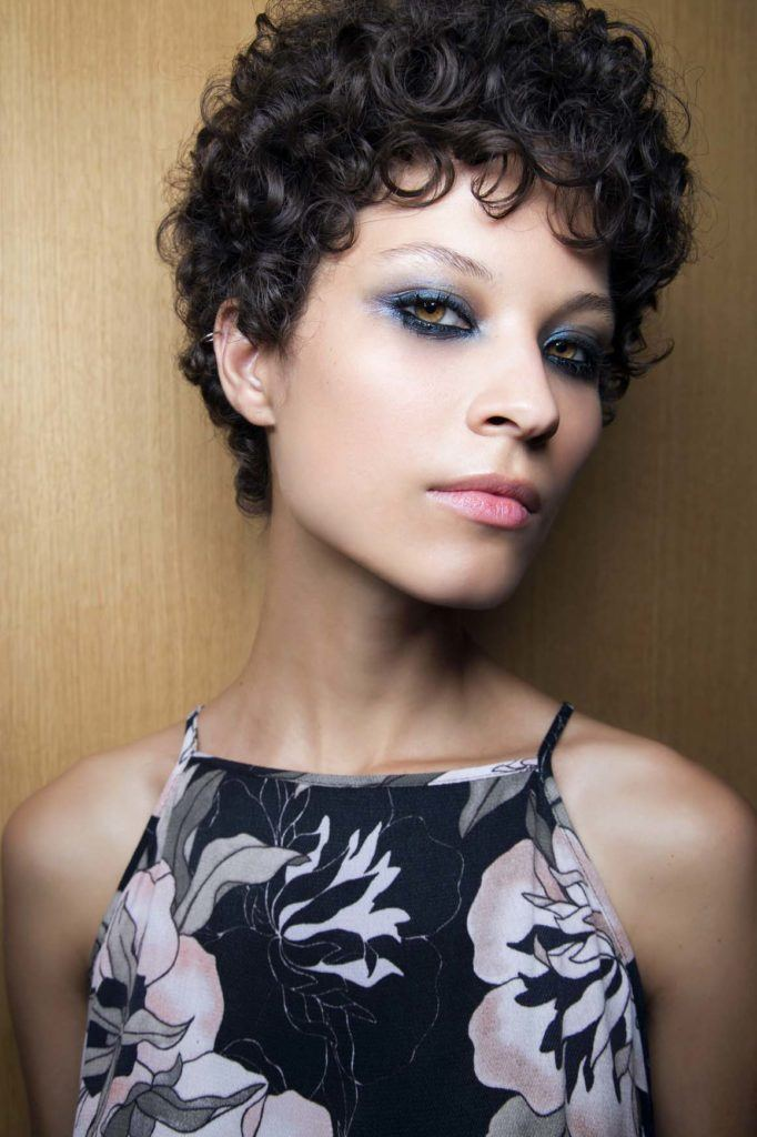 ways to style curly hair 4 different ways to style a pixie cut 1530