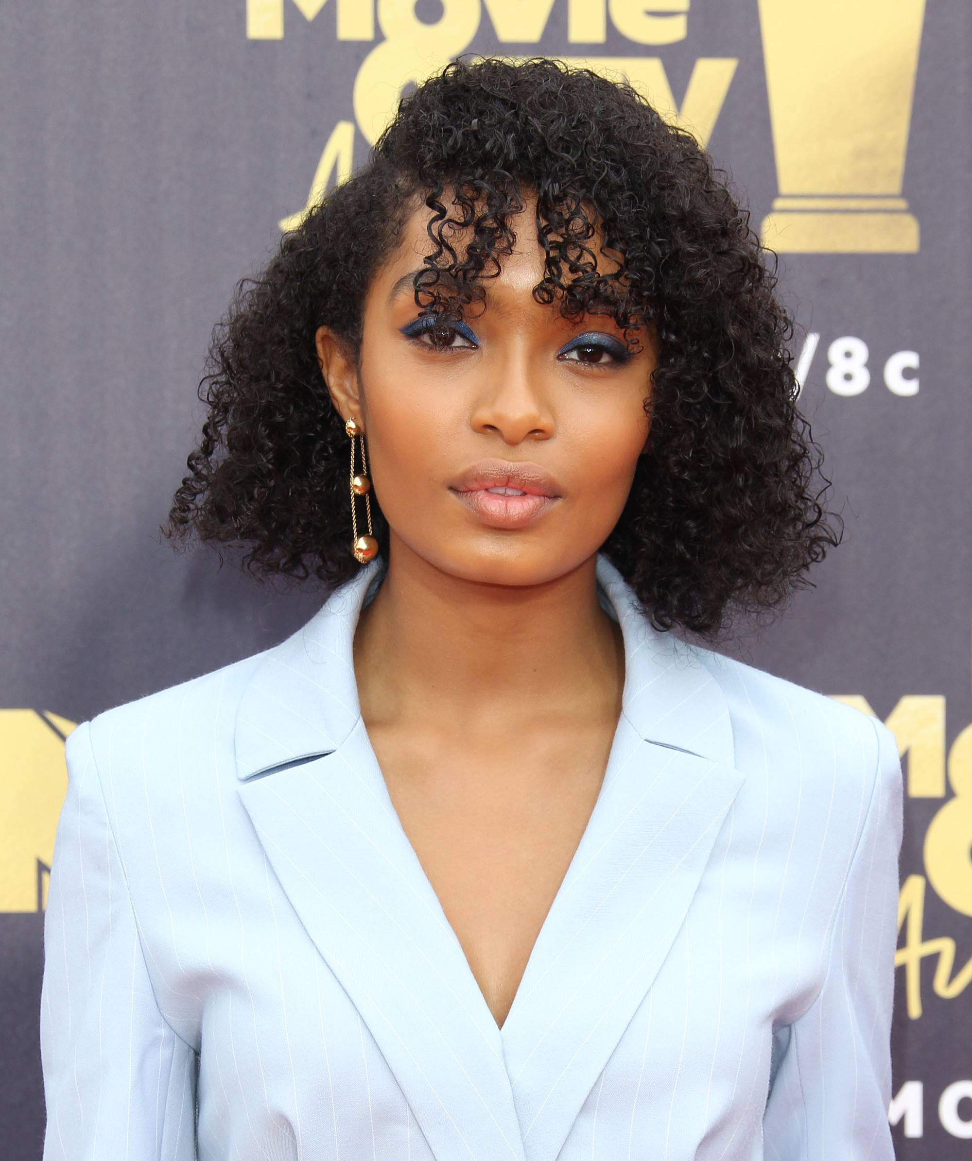 Curly Hair Hairstyles Yara Shahidi With Naturally Bob Length Side Fringe