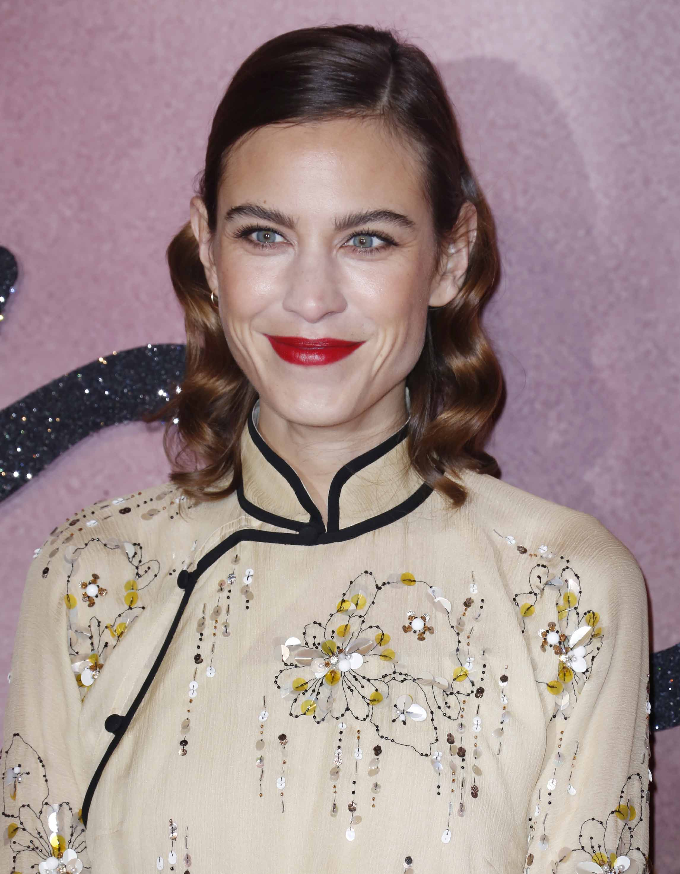 Fashion Awards 2016: All Things Hair - IMAGE - celebrity gallery Alexa Chung waves Hollywood
