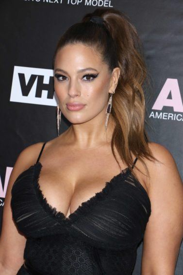 Ashley Graham on the red carpet with an ombre wavy ponytail