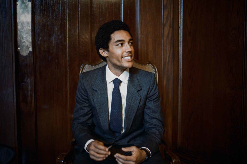 man playing the character of Barack Obama in the Barry Netflix's film with an afro hairstyle wearing a suit