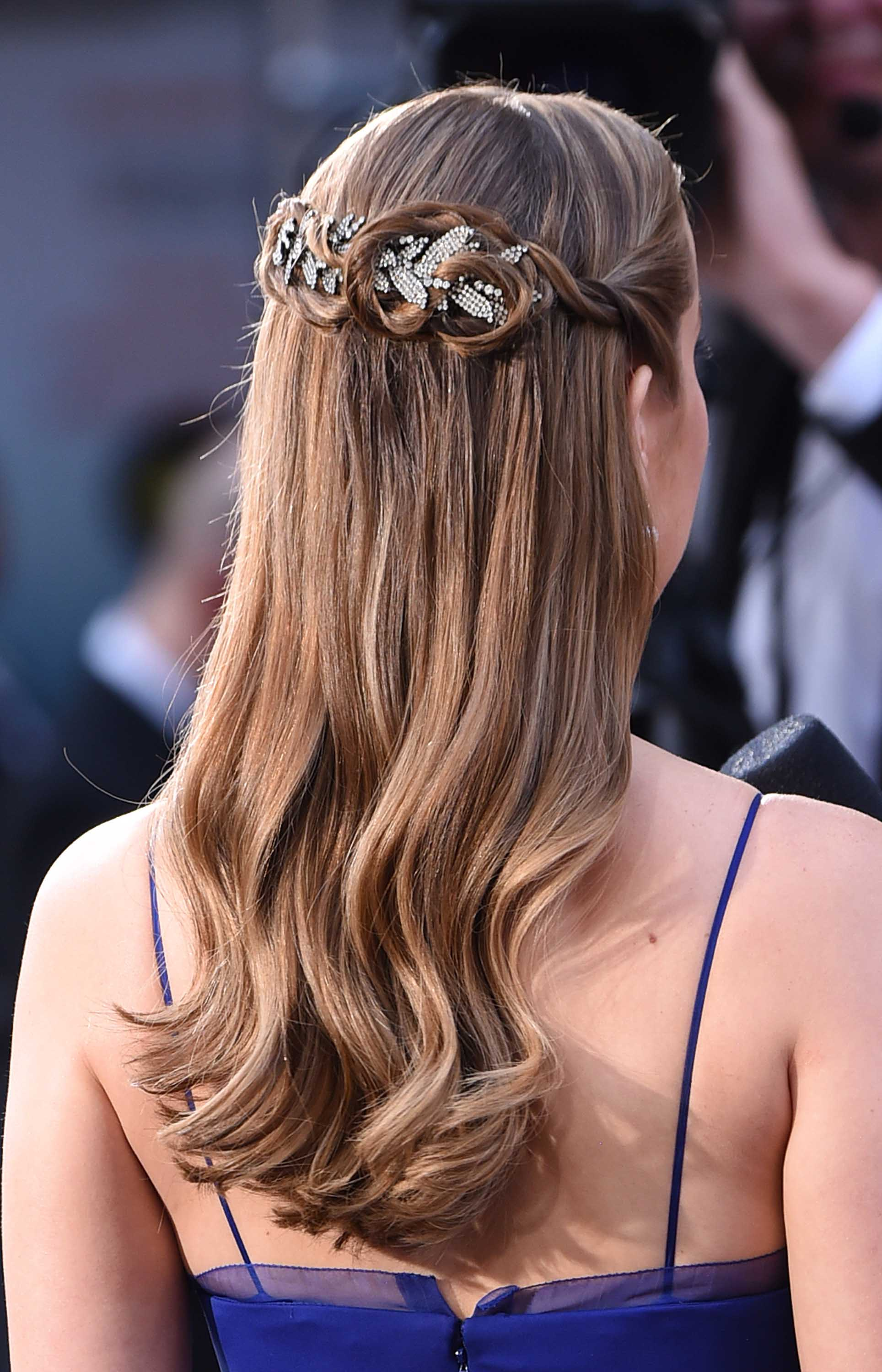 hair accessories 2016: All Things Hair - IMAGE - celebrity hairstyles Brie Larson half-up half-down waves