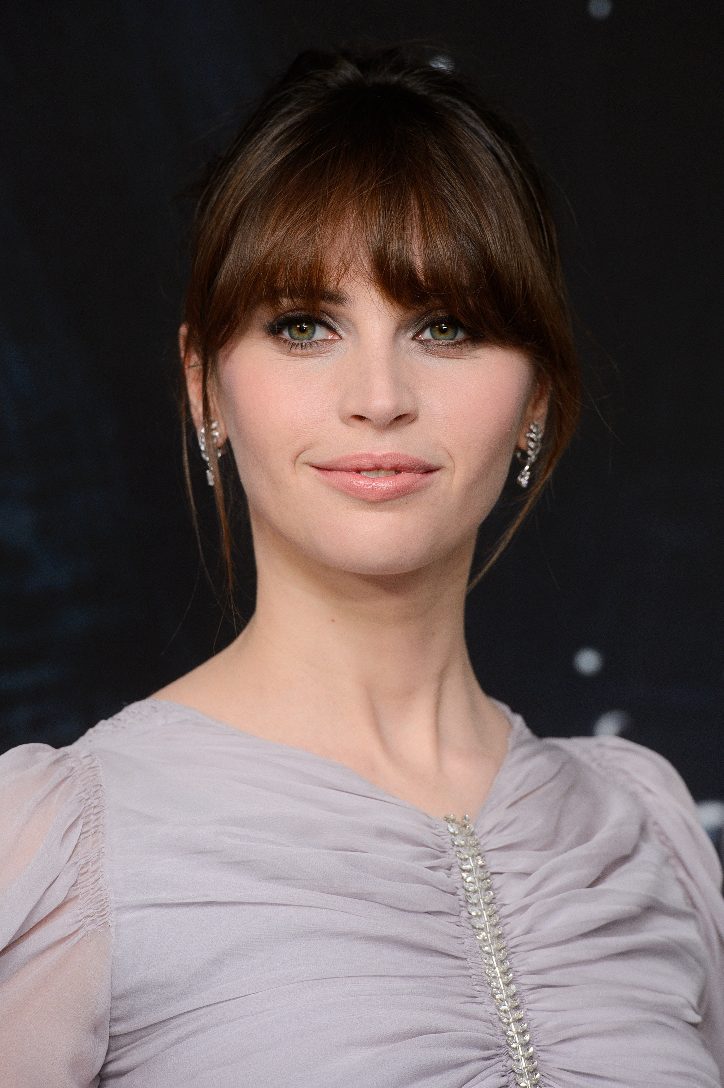 Red carpet hairstyles: All Things Hair - IMAGE - Felicity Jones Rogue One A Star Wars Story