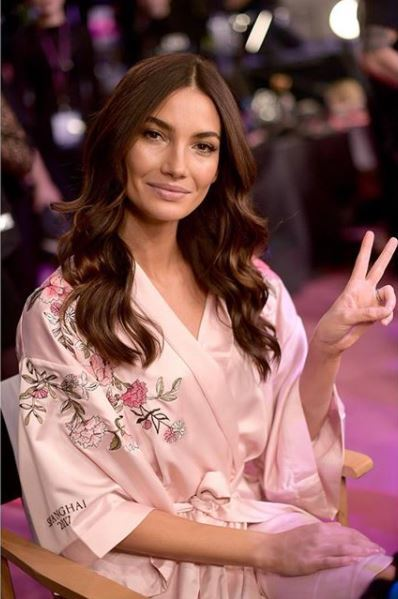 Lily Aldridge backstage at Victoria's secret 2017 show with long big waves in brown hair