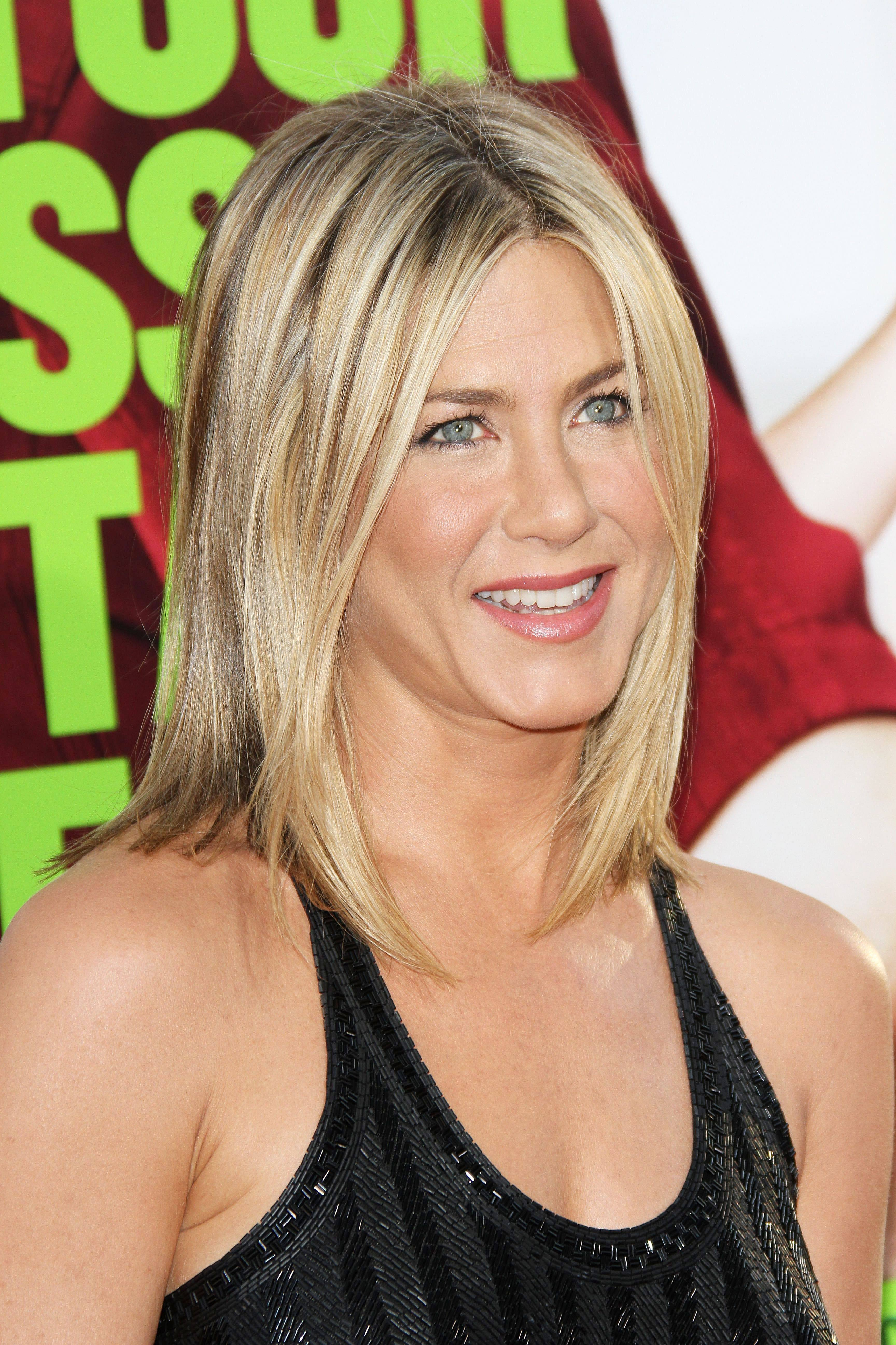 jennifer aniston with lob hairstyles and black dress