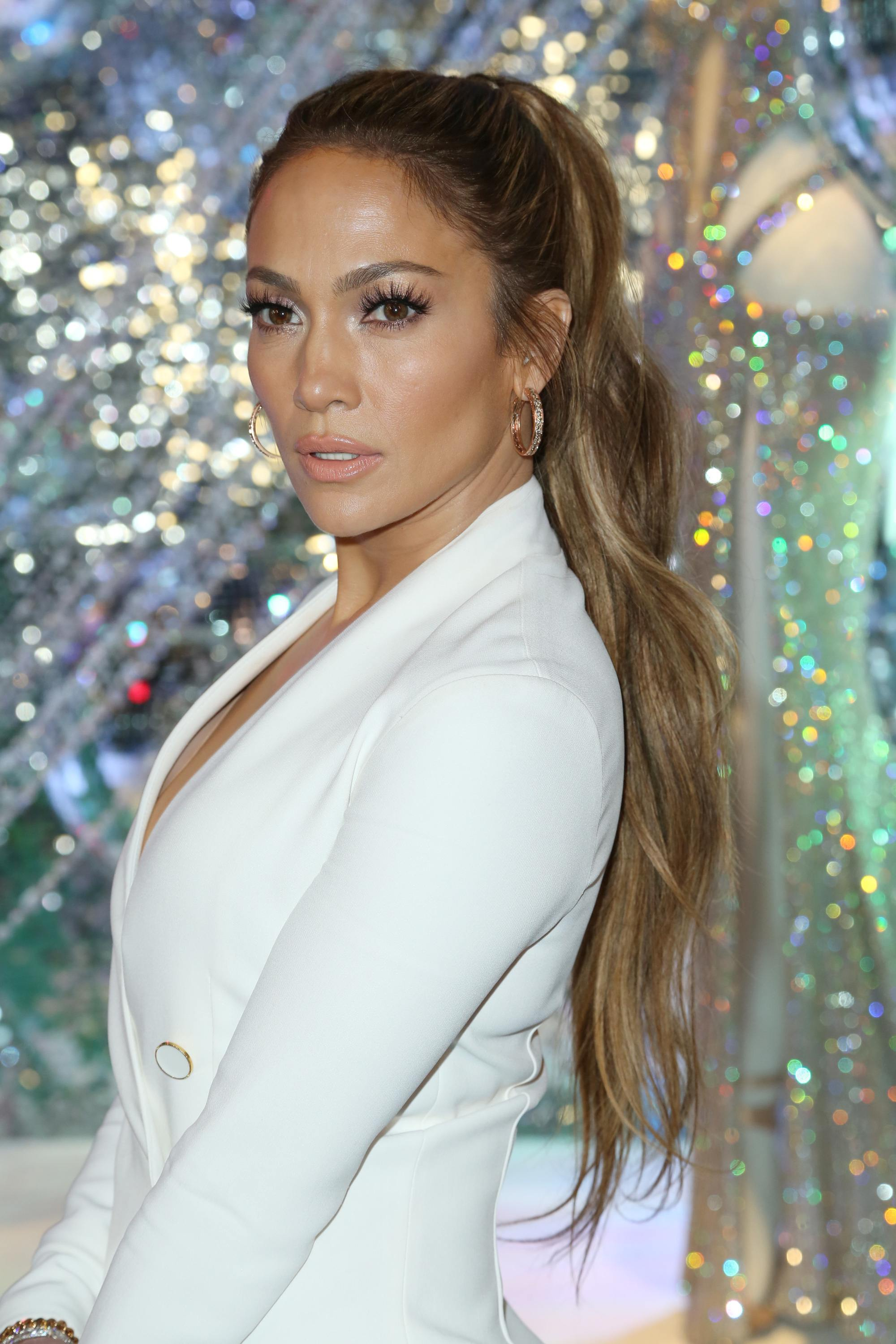Jennifer Lopez with wavy ponytail