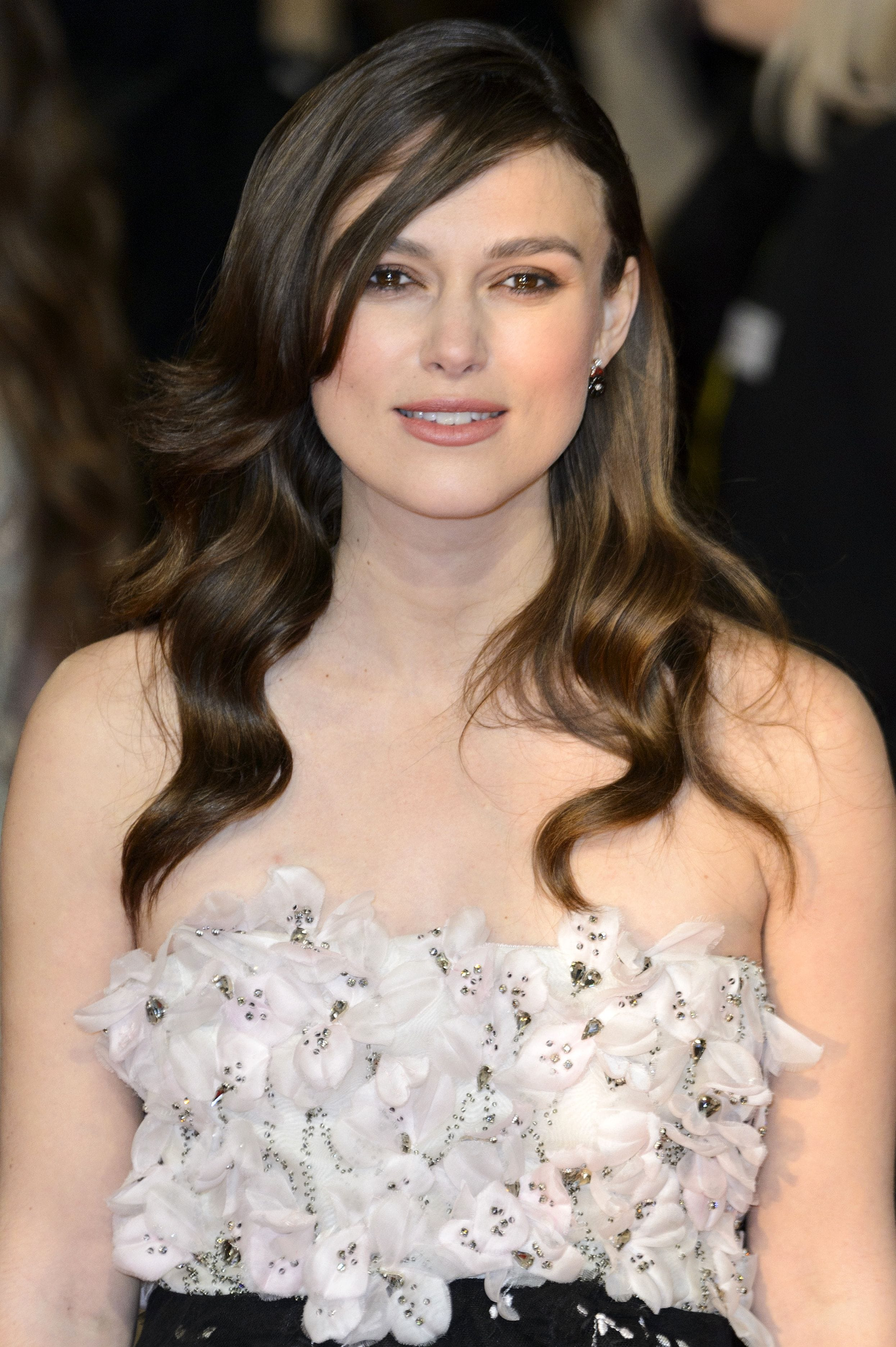 Keira Knightly with loose waves and side parting