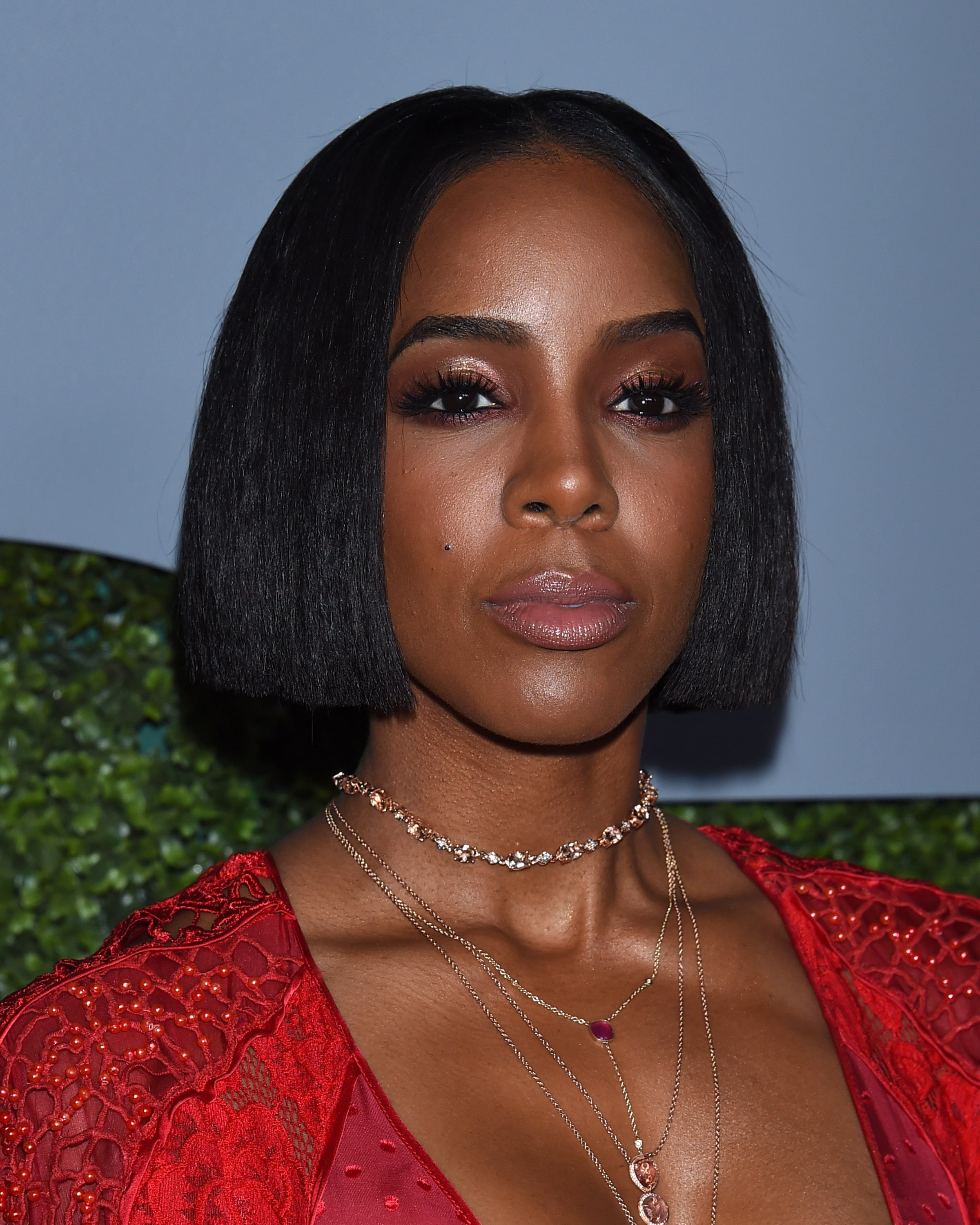 Kelly Rowland with sophisticated short, straight bob