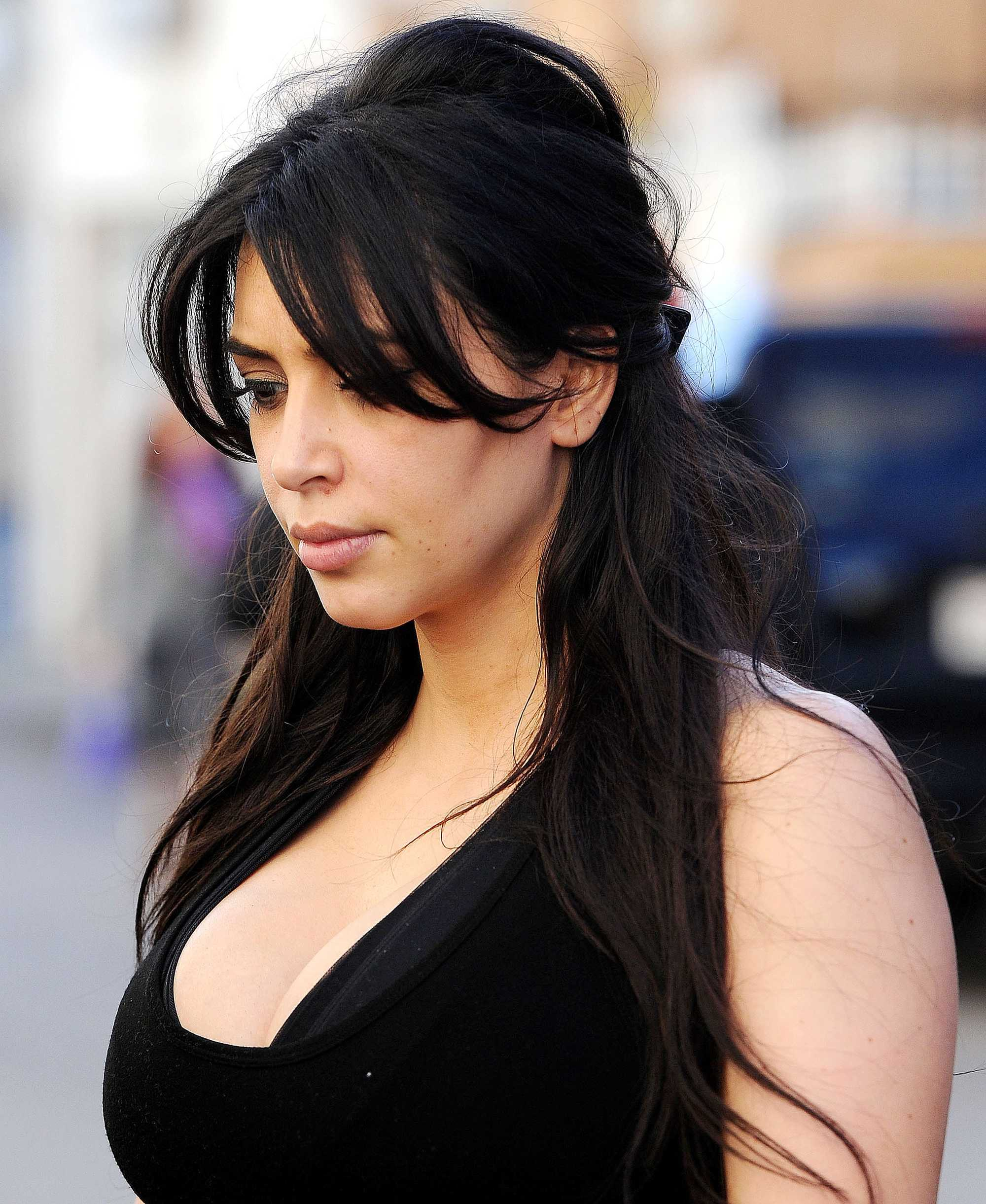 Kim Kardashian with half up half down hairstyle in gym wear