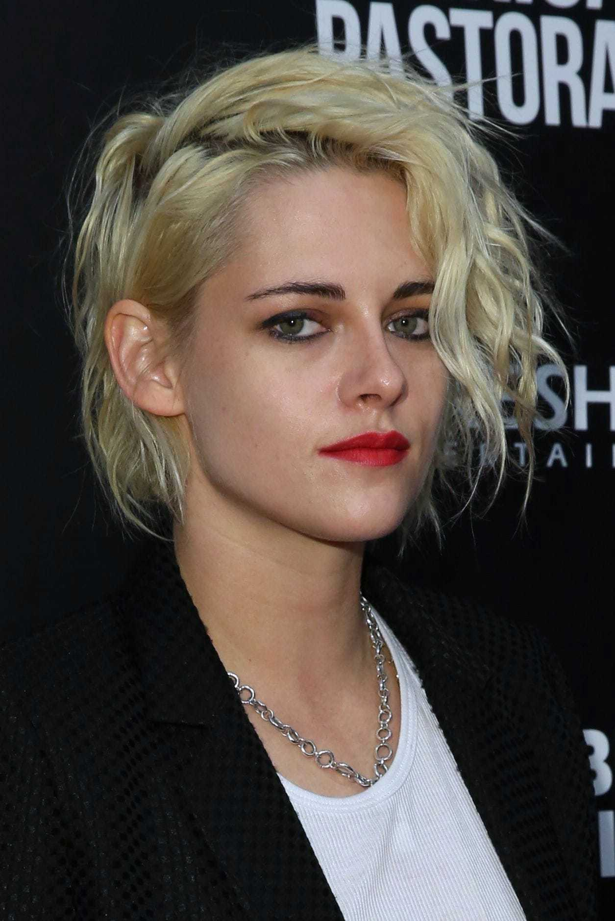 Kirsten Stewart with grungy hairstyle wearing red lipstick bobbed hairstyles 2017