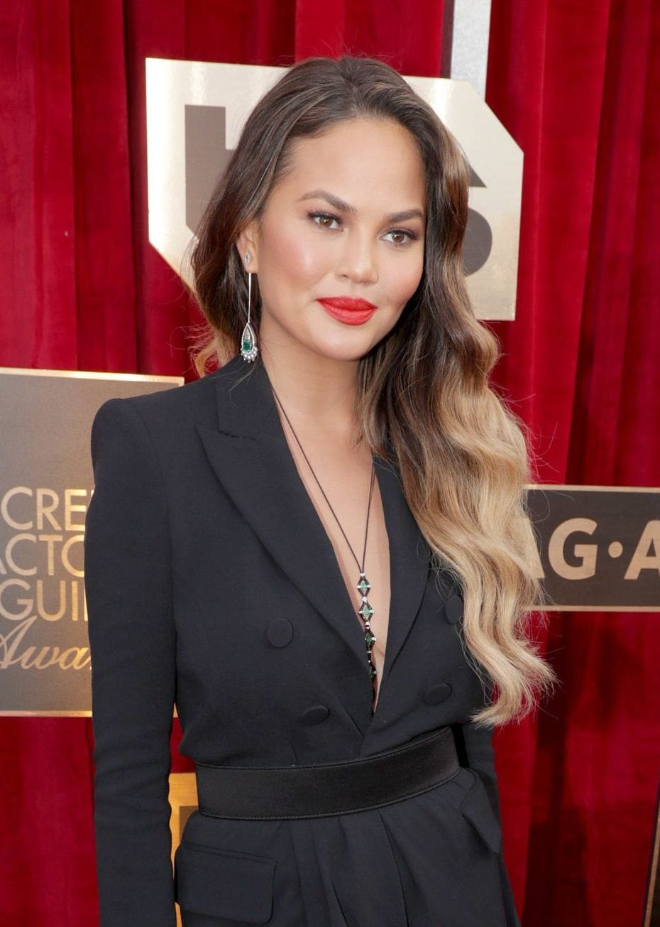 Chrissy Teigen with glamorous side waves