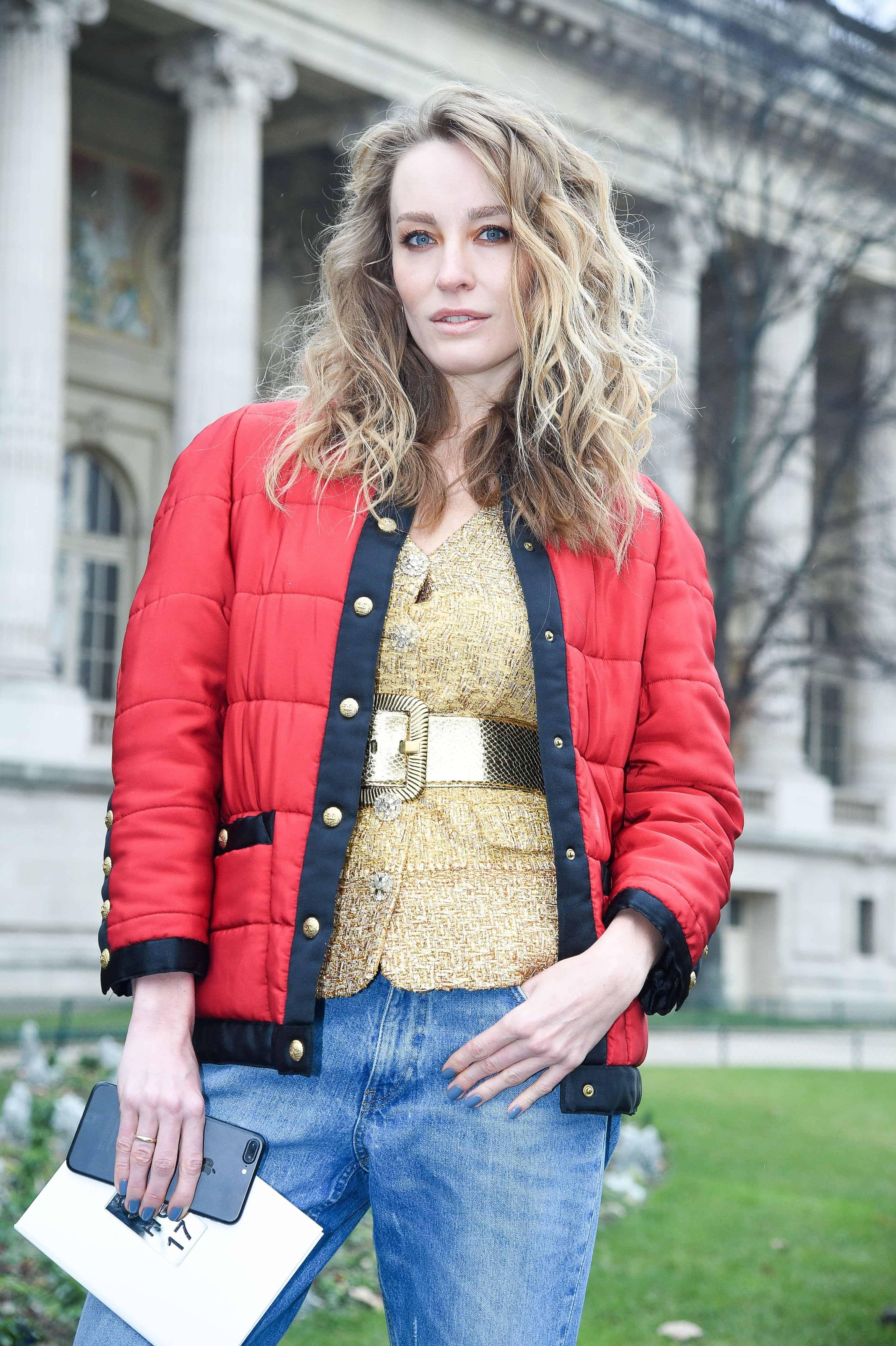 Haute Couture Fashion Week street style blonde wavy hair