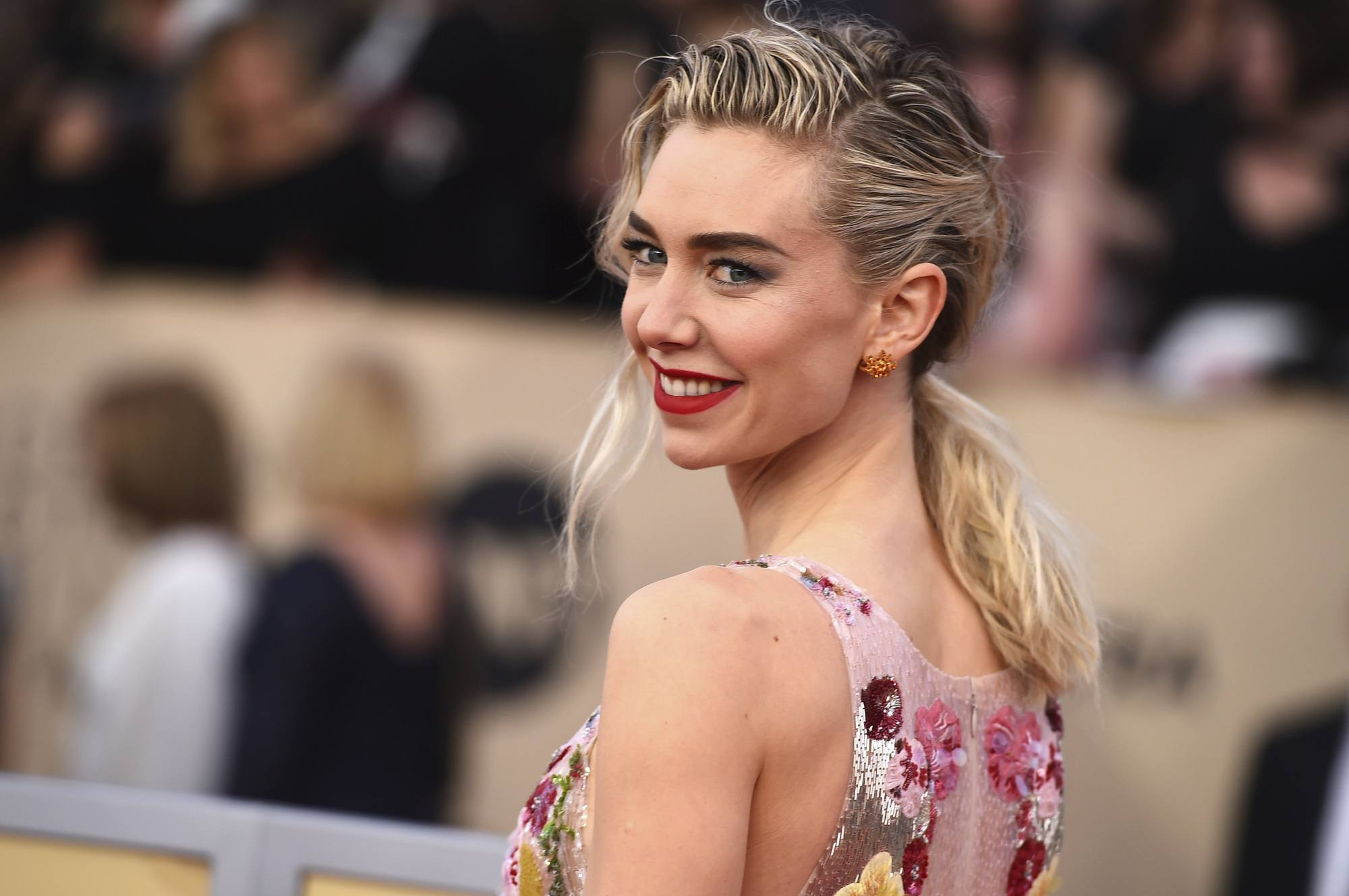 girl on the train star vanessa kirby at the 2018 sag awards with a wet look pony
