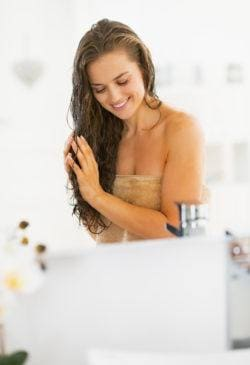 woman using leave in hair conditioner