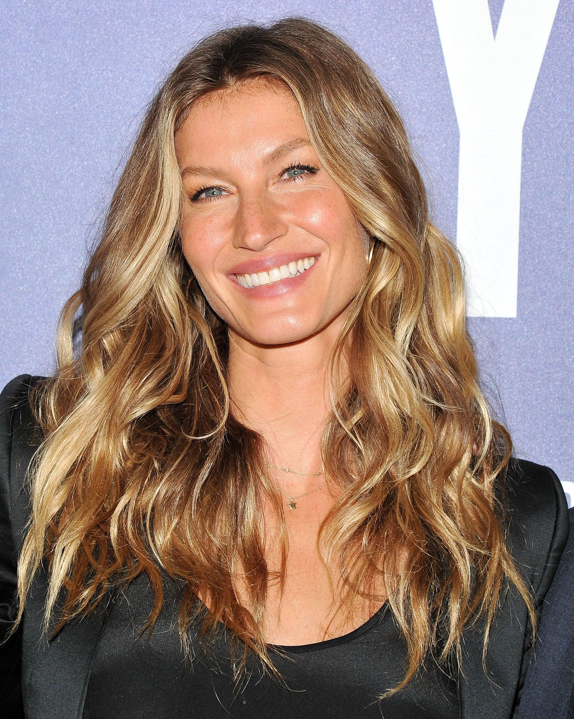 Gisele with long wavy bronde hair