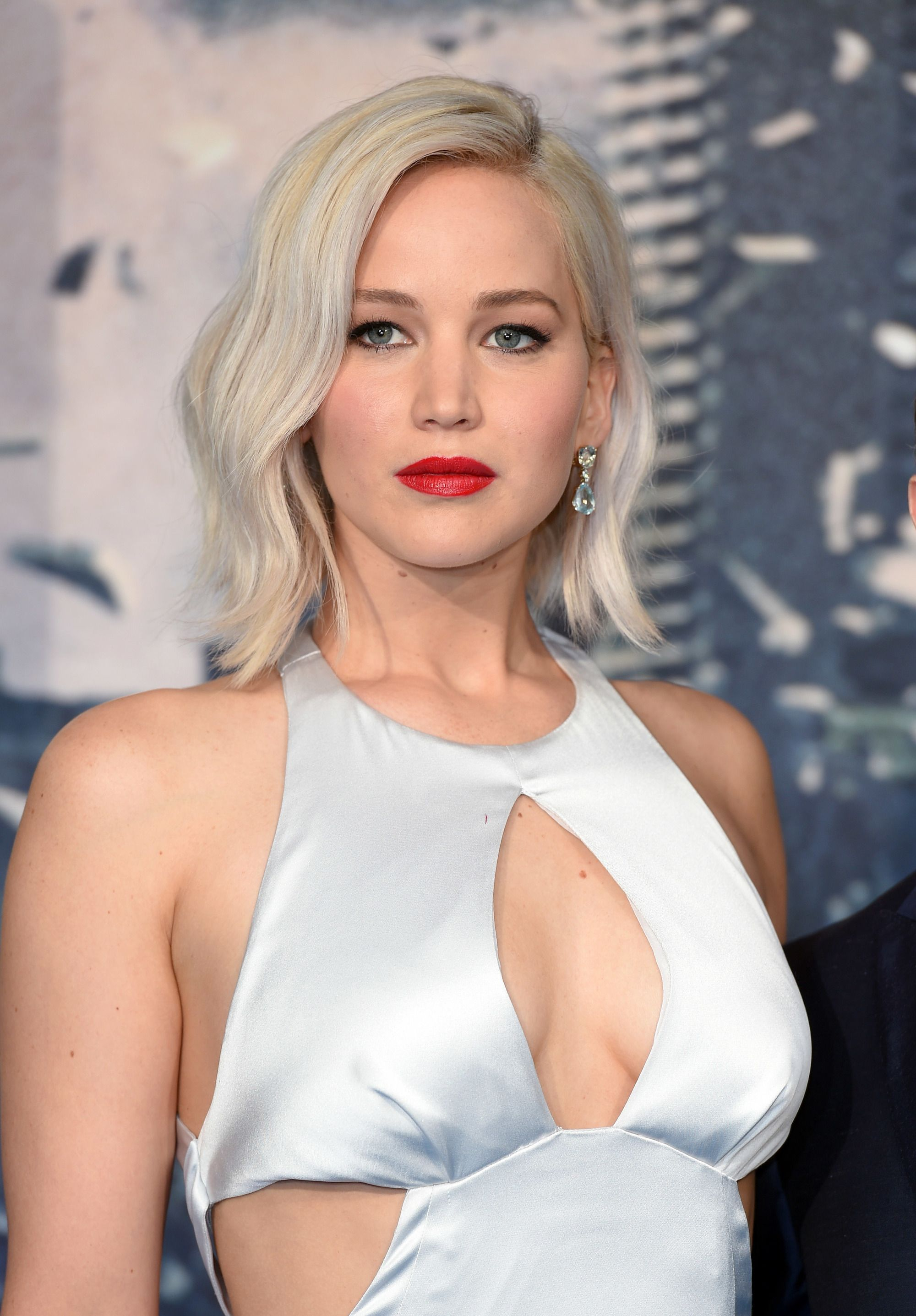 Jennifer Lawrence with short blonde hair bob hairstyles for thick hair