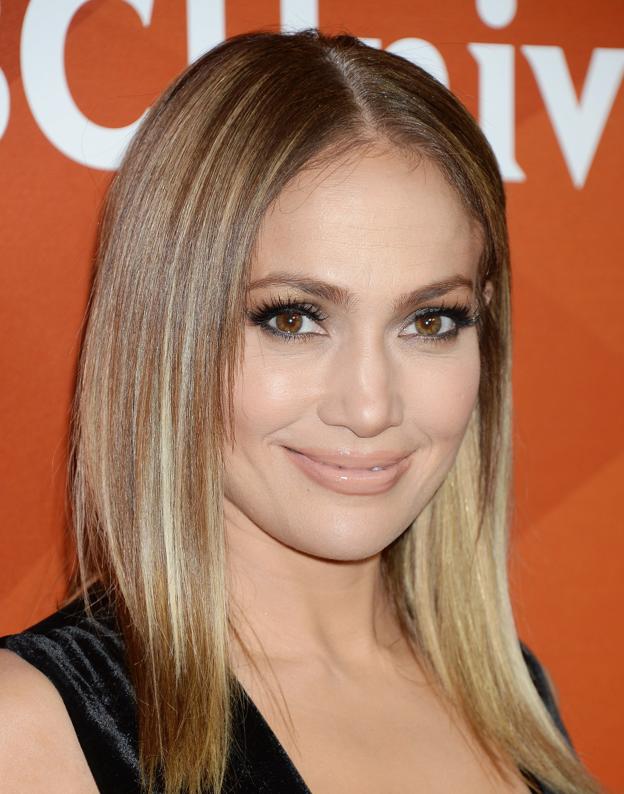 jennifer lopez with bronde hair on the red carpet