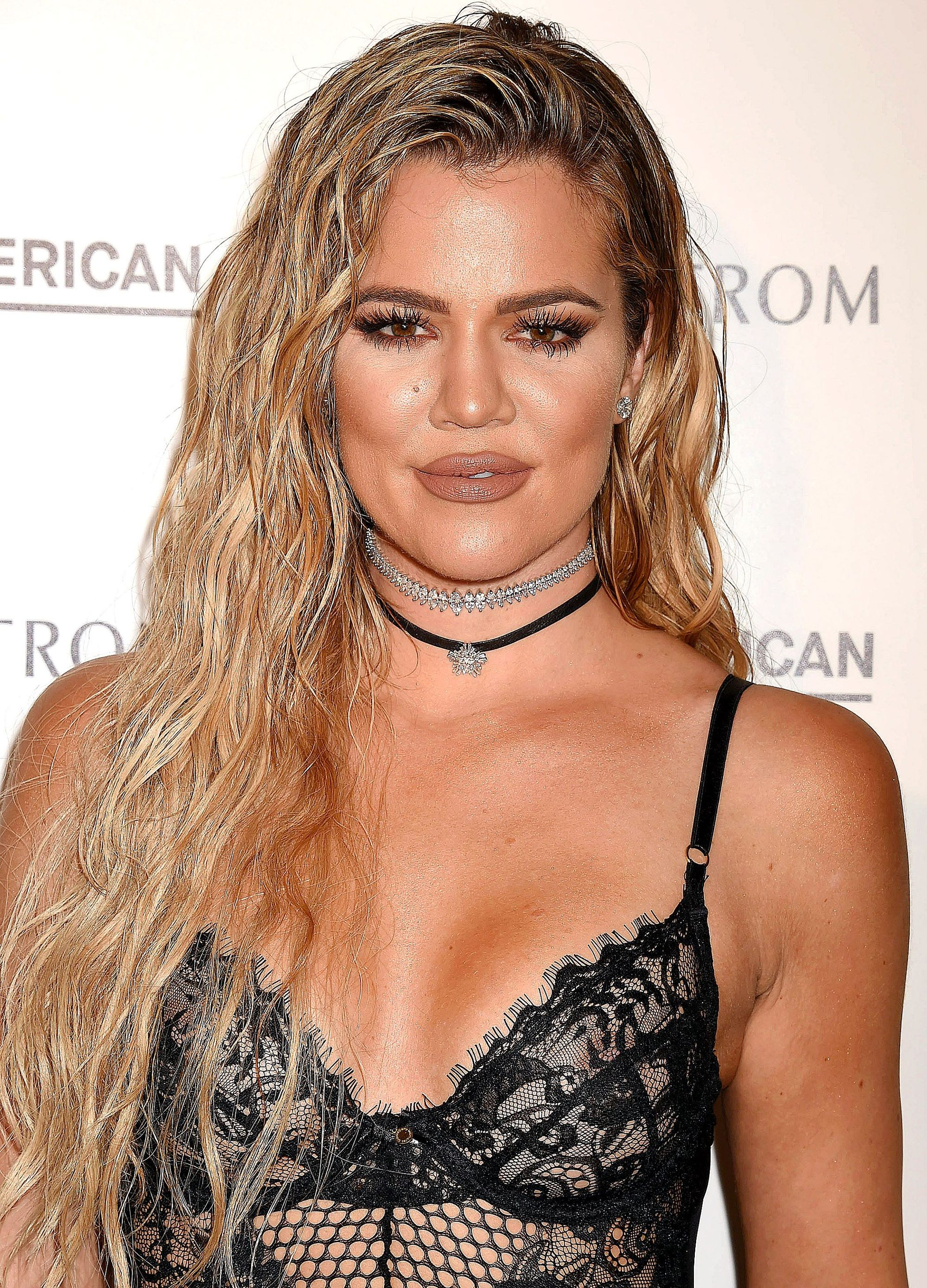 bronde hair inspiration: khloe kardashian with wet-look curls at good american launch