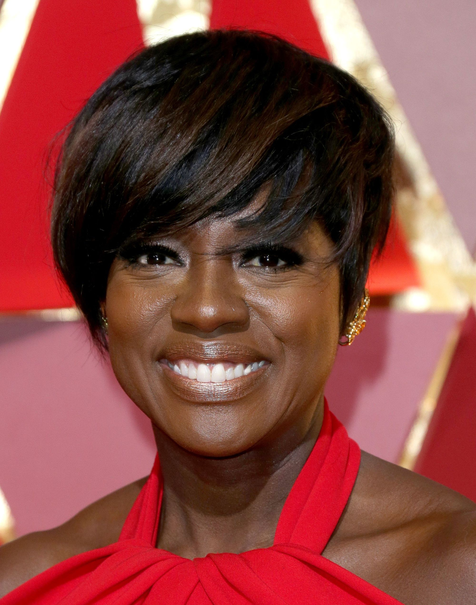 viola davis at the oscars 2017 wearing a red halterneck dress with a pixie crop haircut