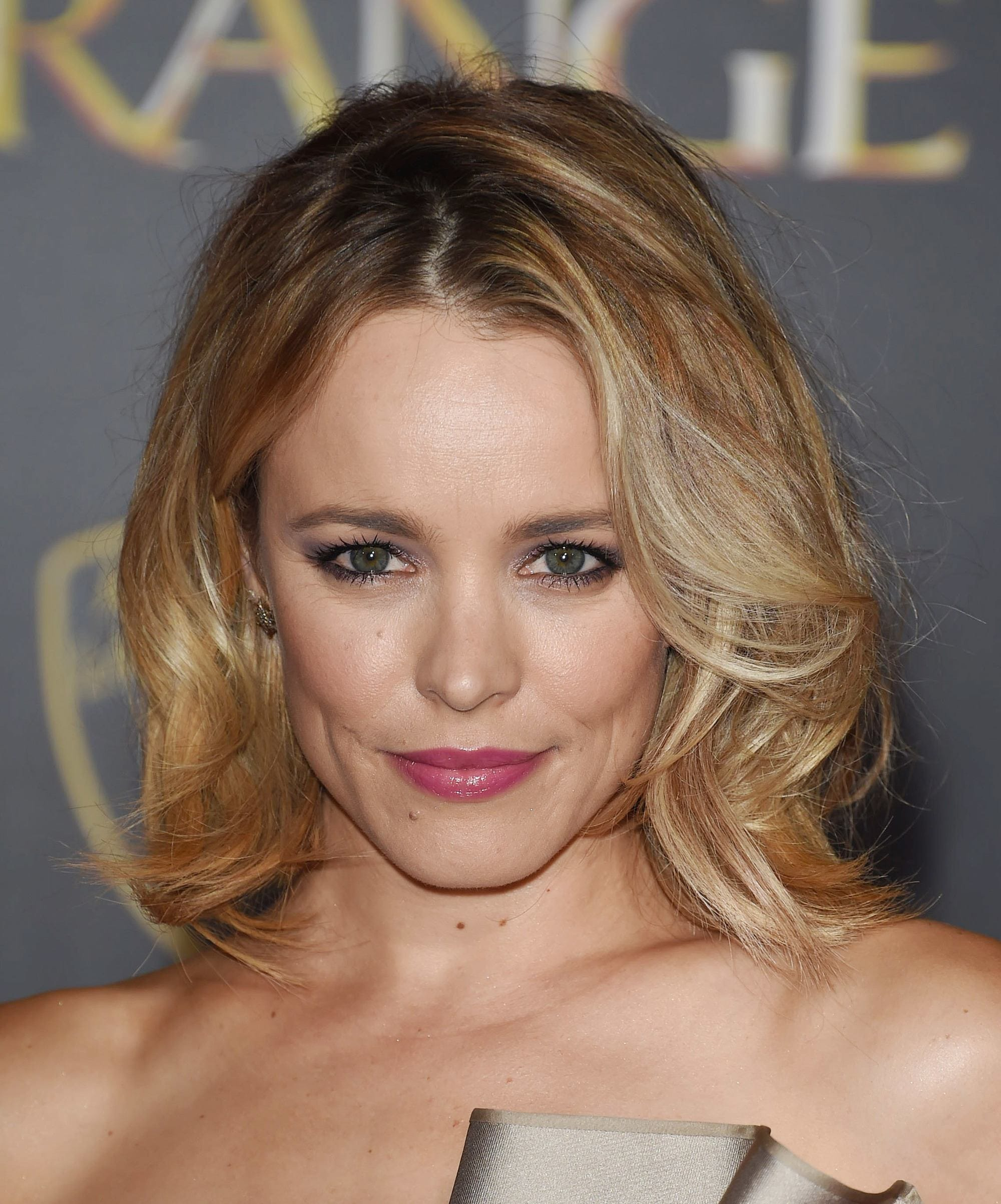 rachel mcadams wearing a pleated strapless dress with short shoulder length bronde hairstyle