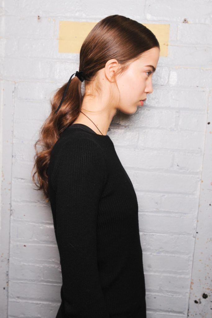 jonathan simkhai aw17 runway model with wavy brown ponytail