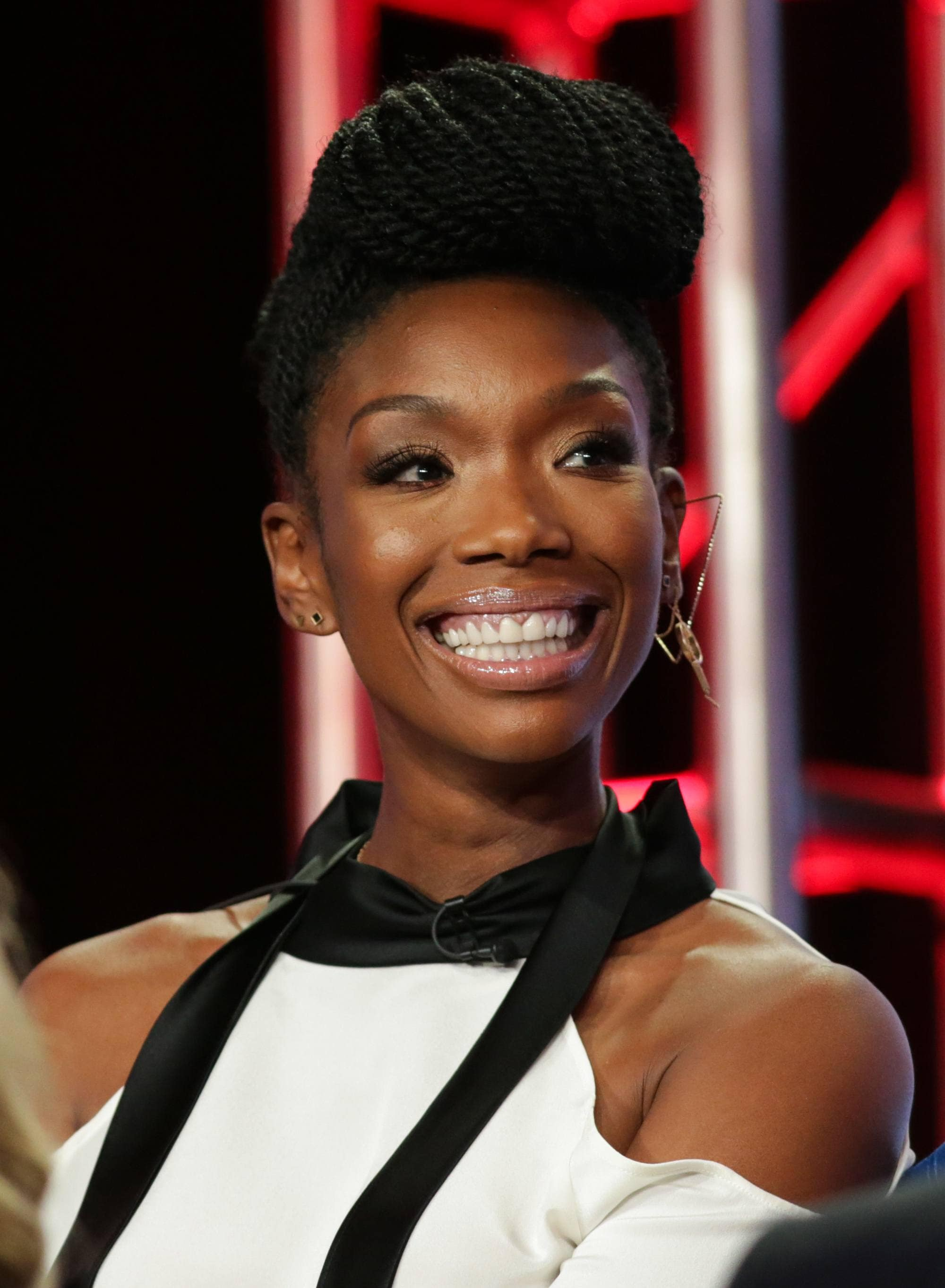 singer and actress brandy with pompadour single braids