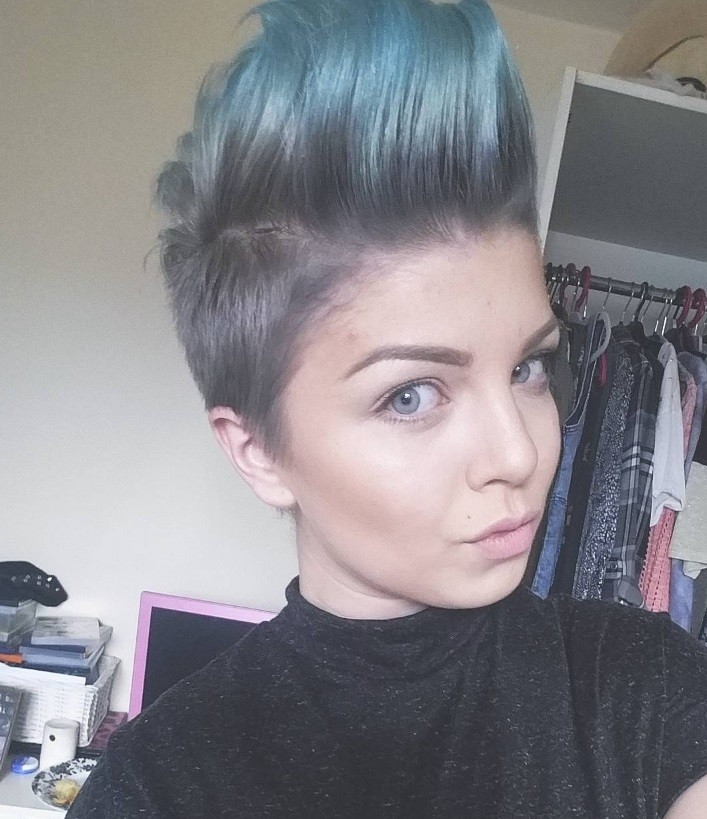 blue coloured mohawk hairstyles for women
