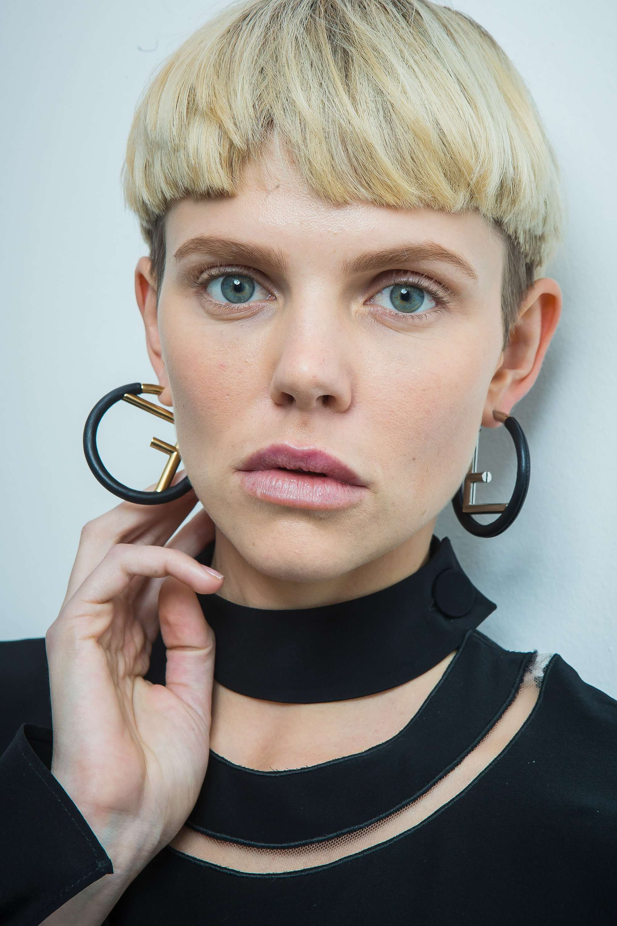 pinterest short hair looks: the blonde bowl haircut