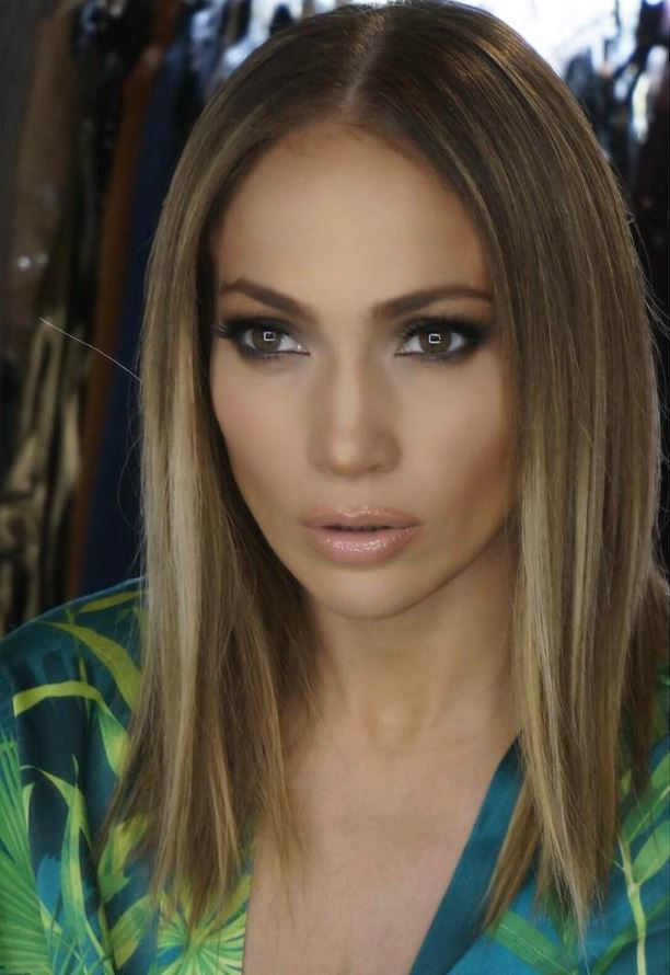 Jennifer Lopez reveals new lob hairstyle in stunning selfie!