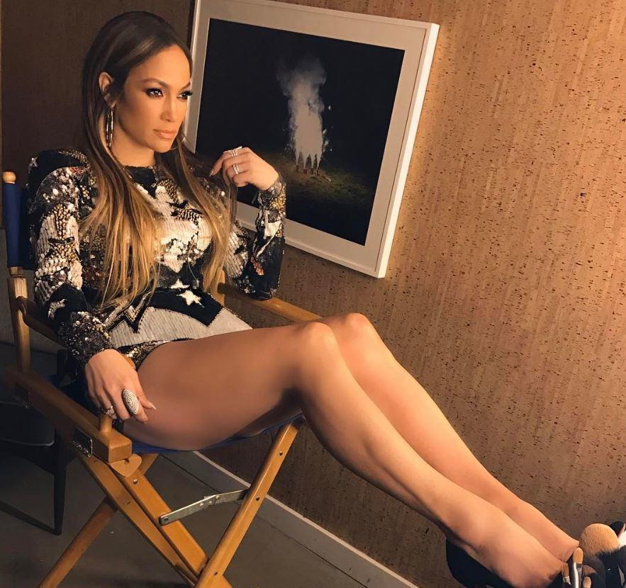 Jennifer Lopez Reveals New Lob Hairstyle In Stunning Selfie