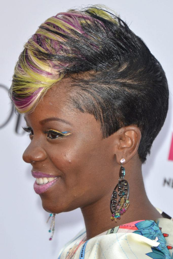17 Female Mohawk Hairstyles Thatll Really Turn Heads Punk 101
