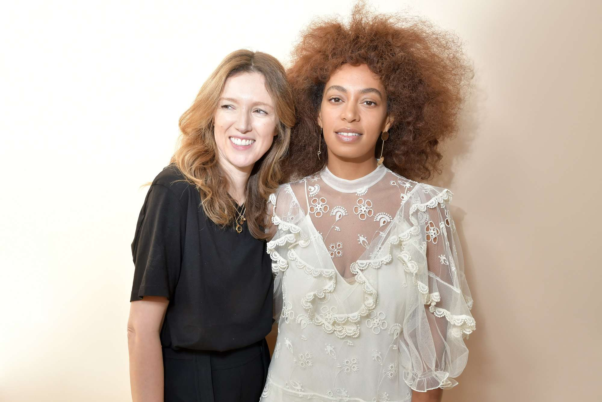 solange knowles at the chloe paris fashion week show with light auburn brown hair