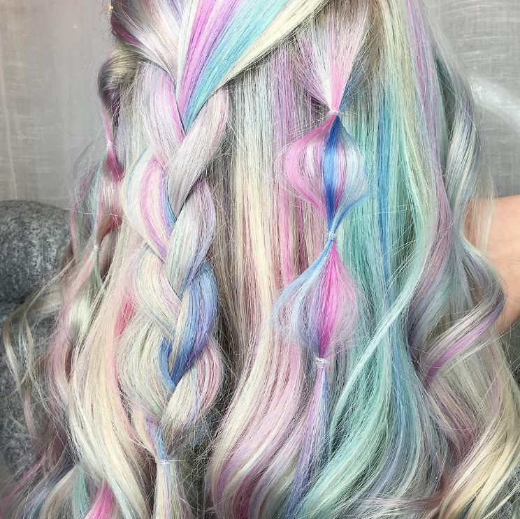 Holographic hair - wavy hairstyle - Instagram