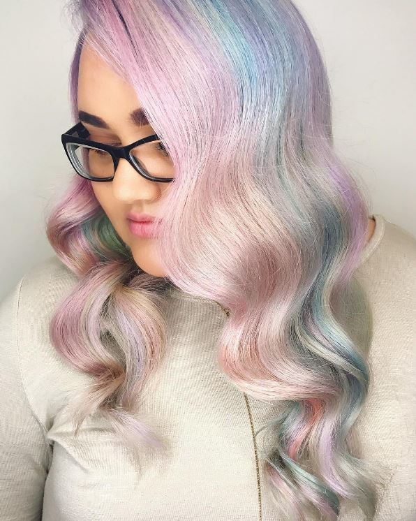 Wavy holographic hairstyle. Instagram