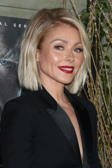 short hairstyles for fine hair over 40: kelly pipa with highlighted blunt bob cut