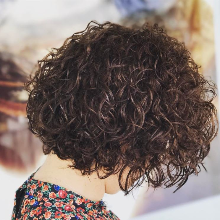 Perm hair - bob length brown hair - tight curls - IG hey_cabeleireiro