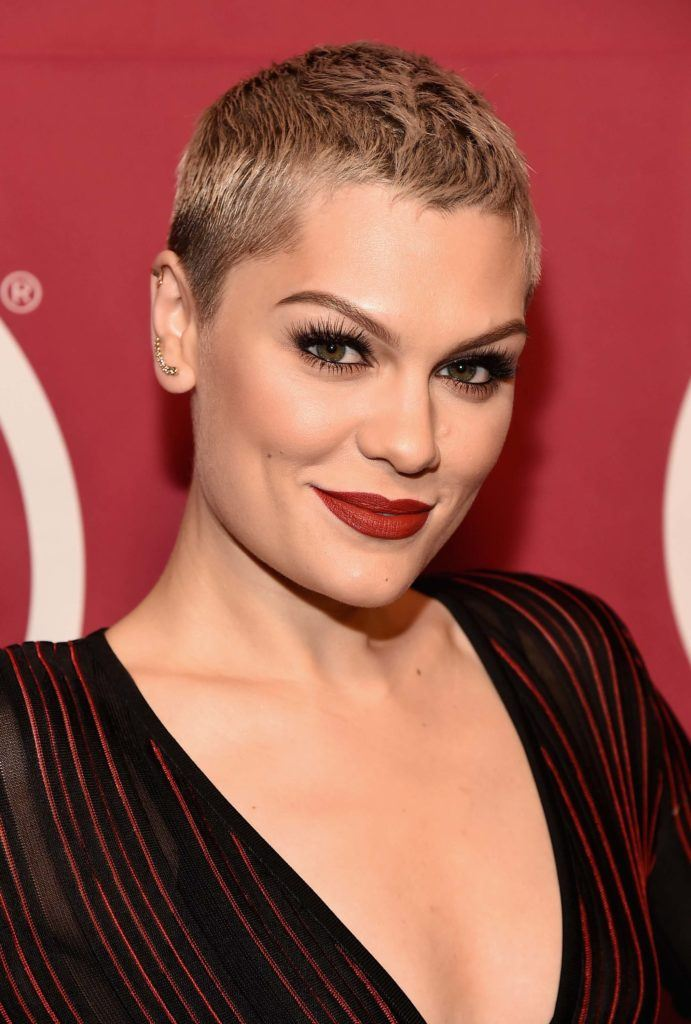 Jessie J - Golden blonde pixie cut - Rex