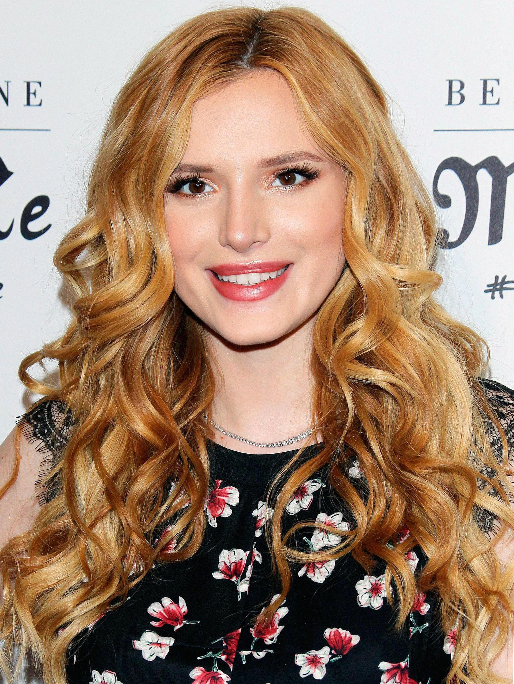 Bella Thorne - Strawberry blonde hair with highlights - curls