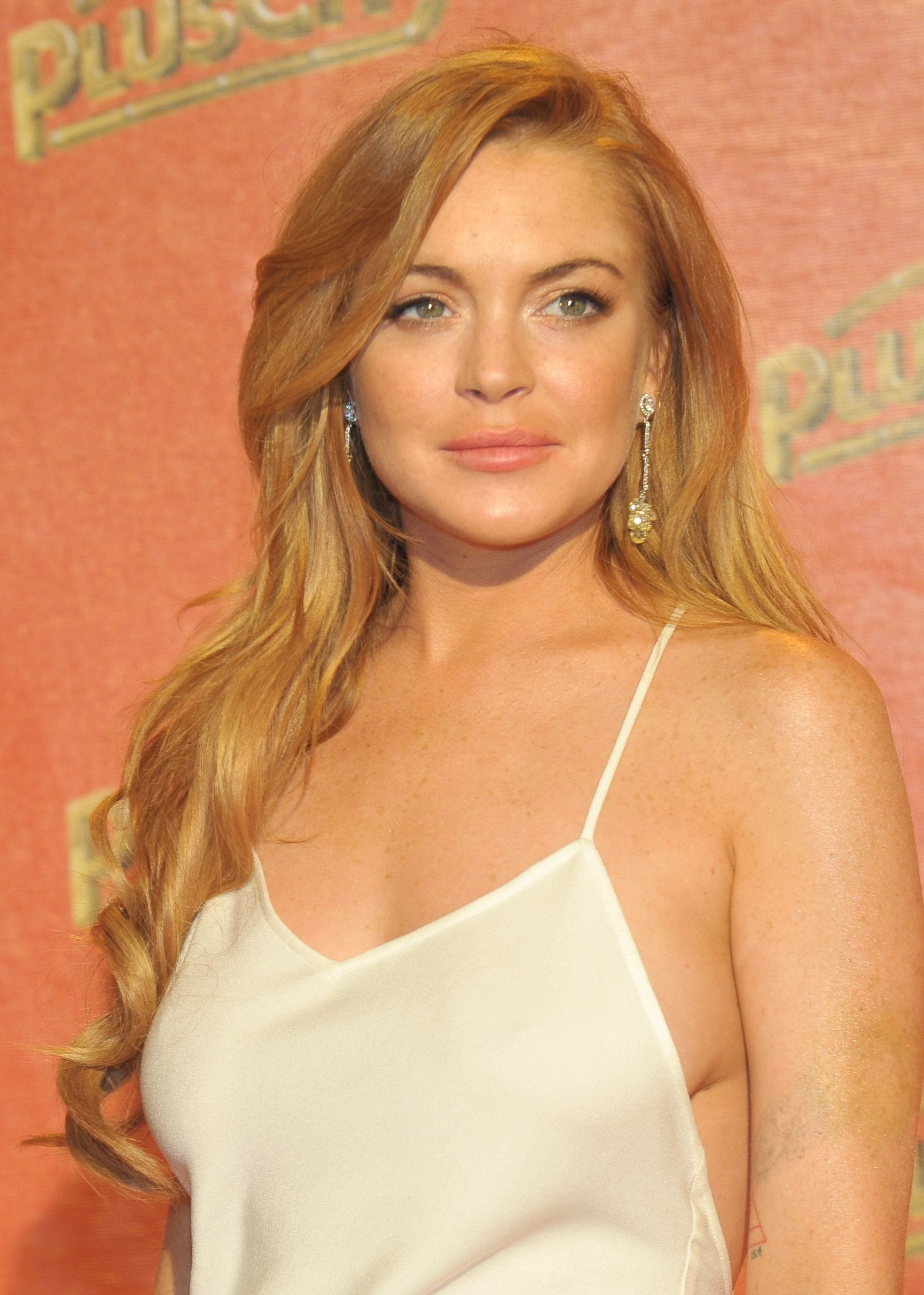 Lindsay Lohan - Strawberry blonde hair - side part with curls