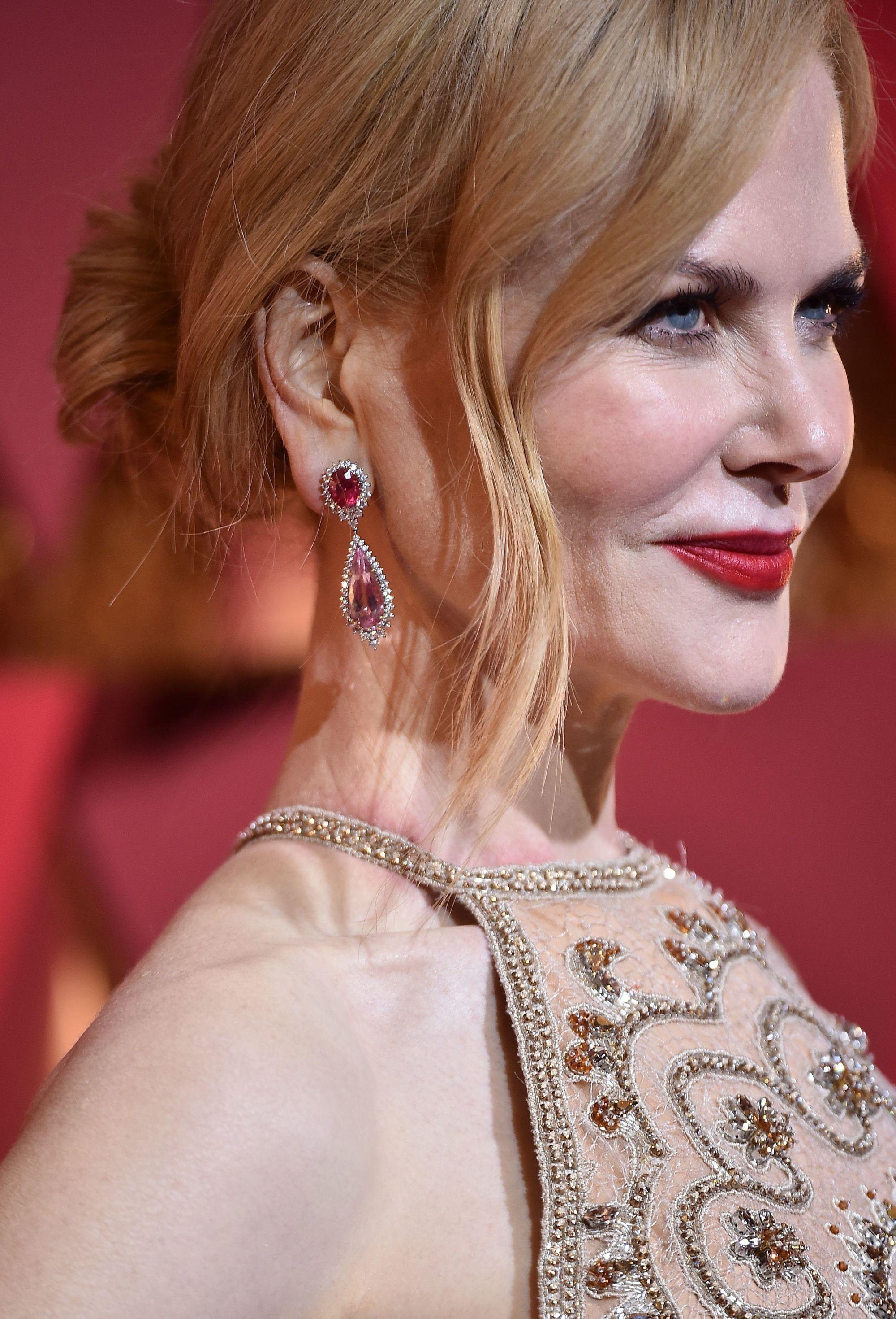 Nicole Kidman - Strawberry blonde hair - Updo