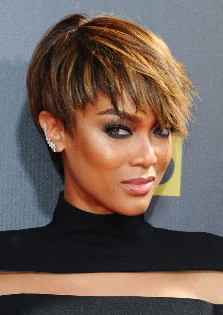 Tyra Banks - Brown pixie cut with blonde highlights - side fringe - 2015 Rex