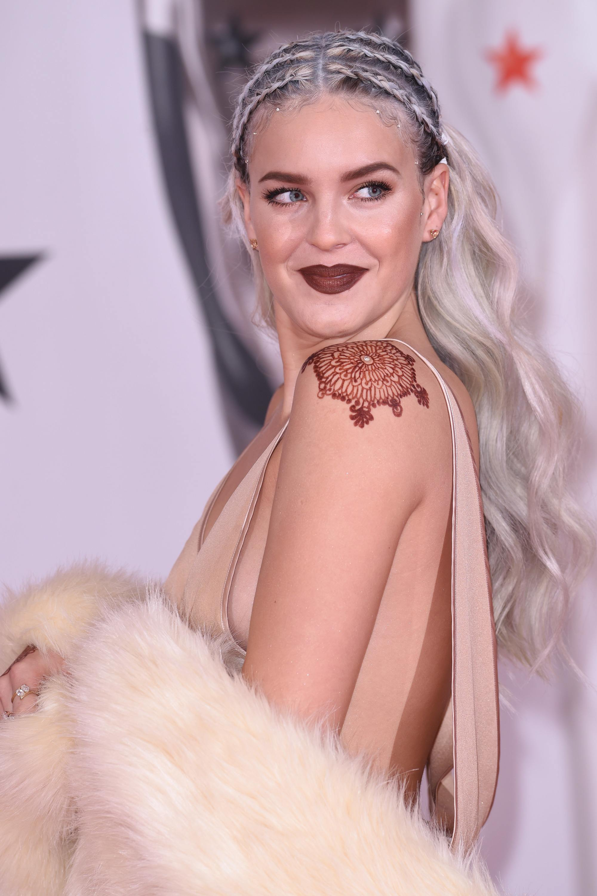 hairstyles for wavy hair : anne-marie brit awards long silver wavy hair styled with cornrow braids at the top