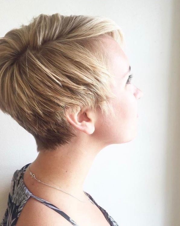 House of Cards Claire Underwood - short blonde pixie hair