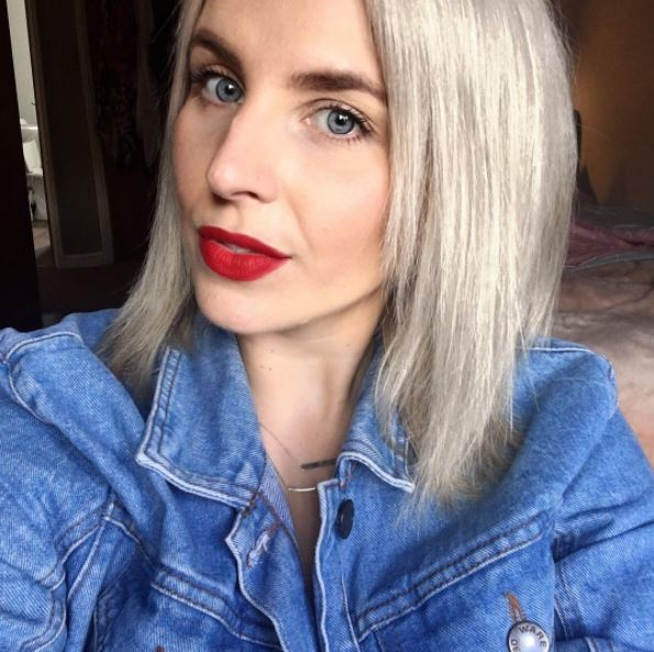 White blonde posh bob hairstyle from Instagram