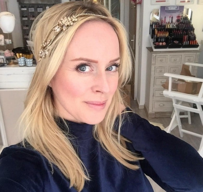 mother of the bride hairstyles: woman with sleek blown out hair and a headband