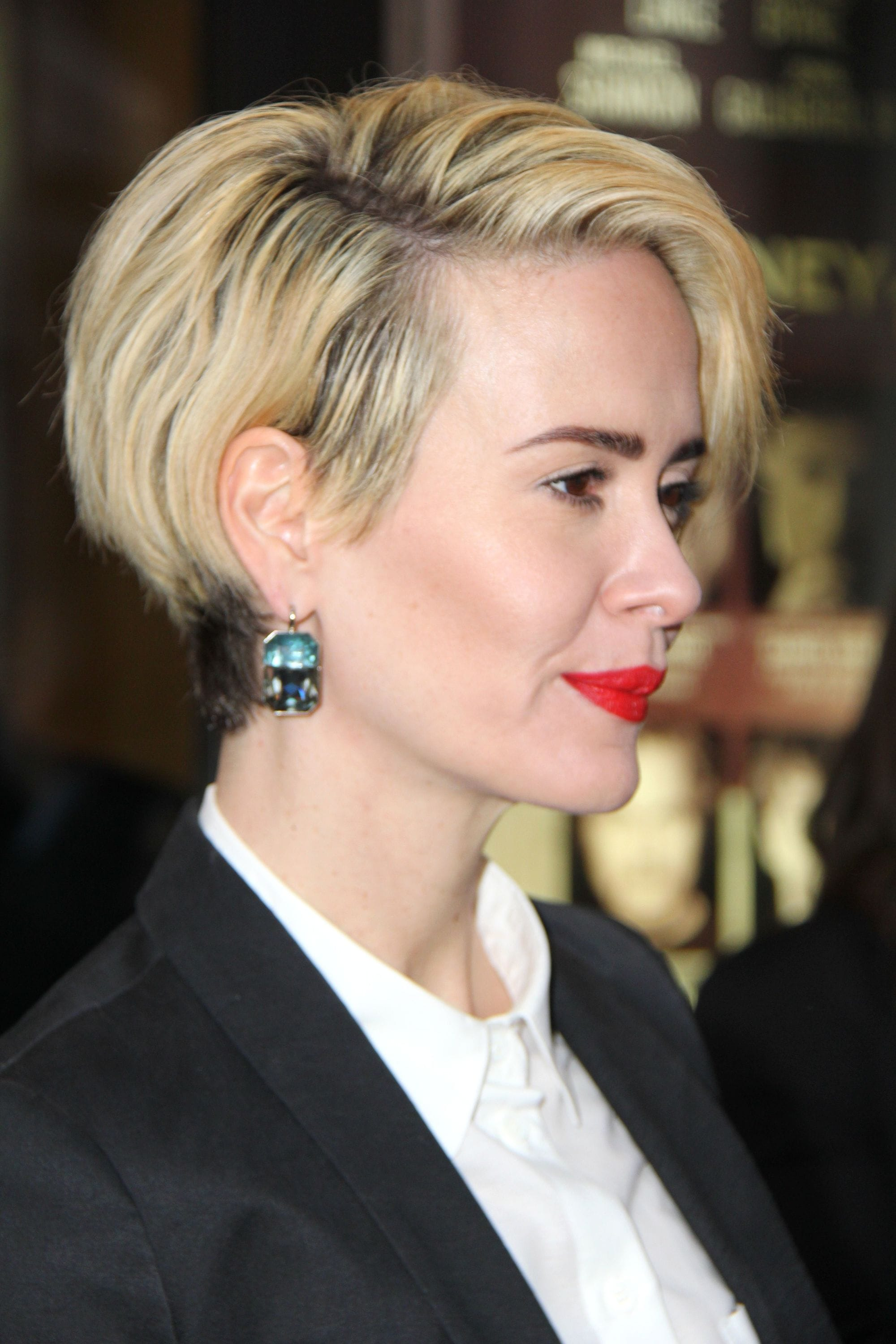 sarah paulson with short blonde hair styled in a choppy bob